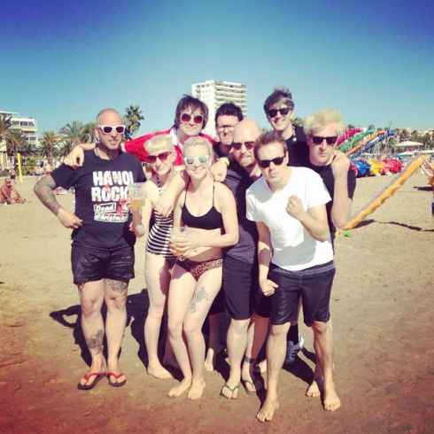 Suspects and Red Dons meet on the beach in Catalunya. Peace is declared!