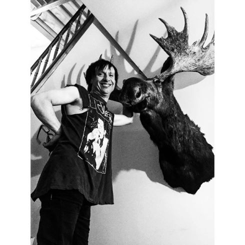 Vom Ritchie of Die Toten Hosen and The Boys in his place with his moose