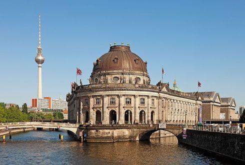 Berlin_Museumsinsel_Fernsehturm