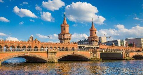 OberbaumBridge-Berlin_Shutterstock.2e16d0ba.fill-850x450